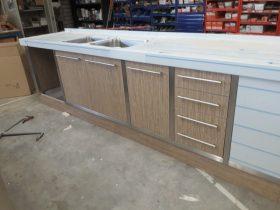 keukenblok met RVS frame en blad